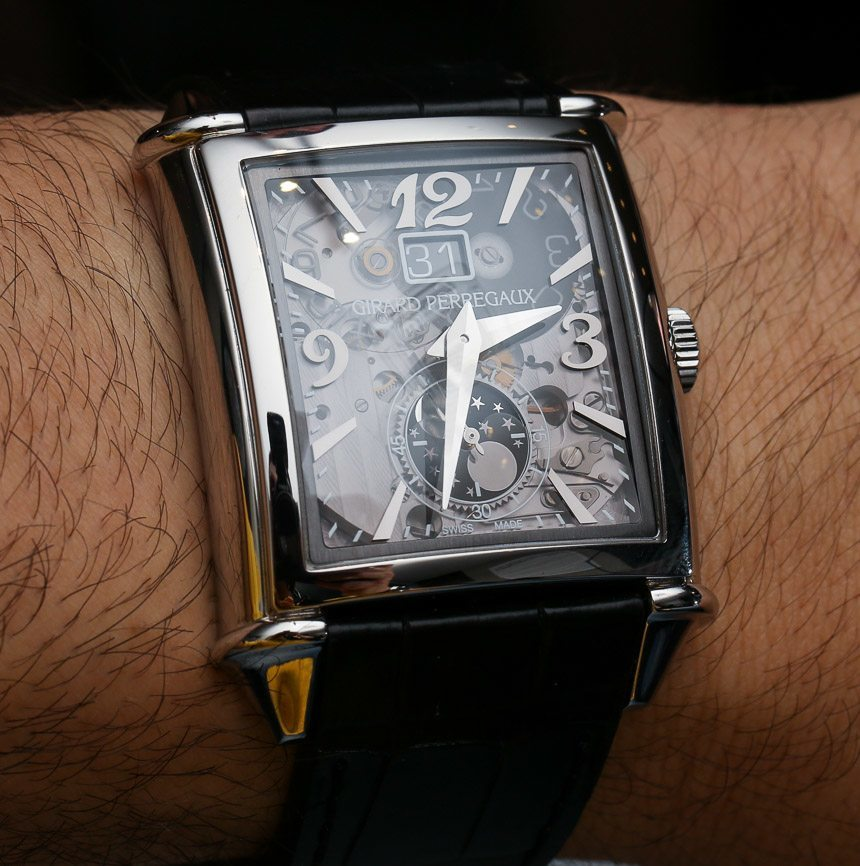 Girard-Perregaux Vintage 1945 XXL Large Date And Moon Phases Transparent Dial Watch Hands-On