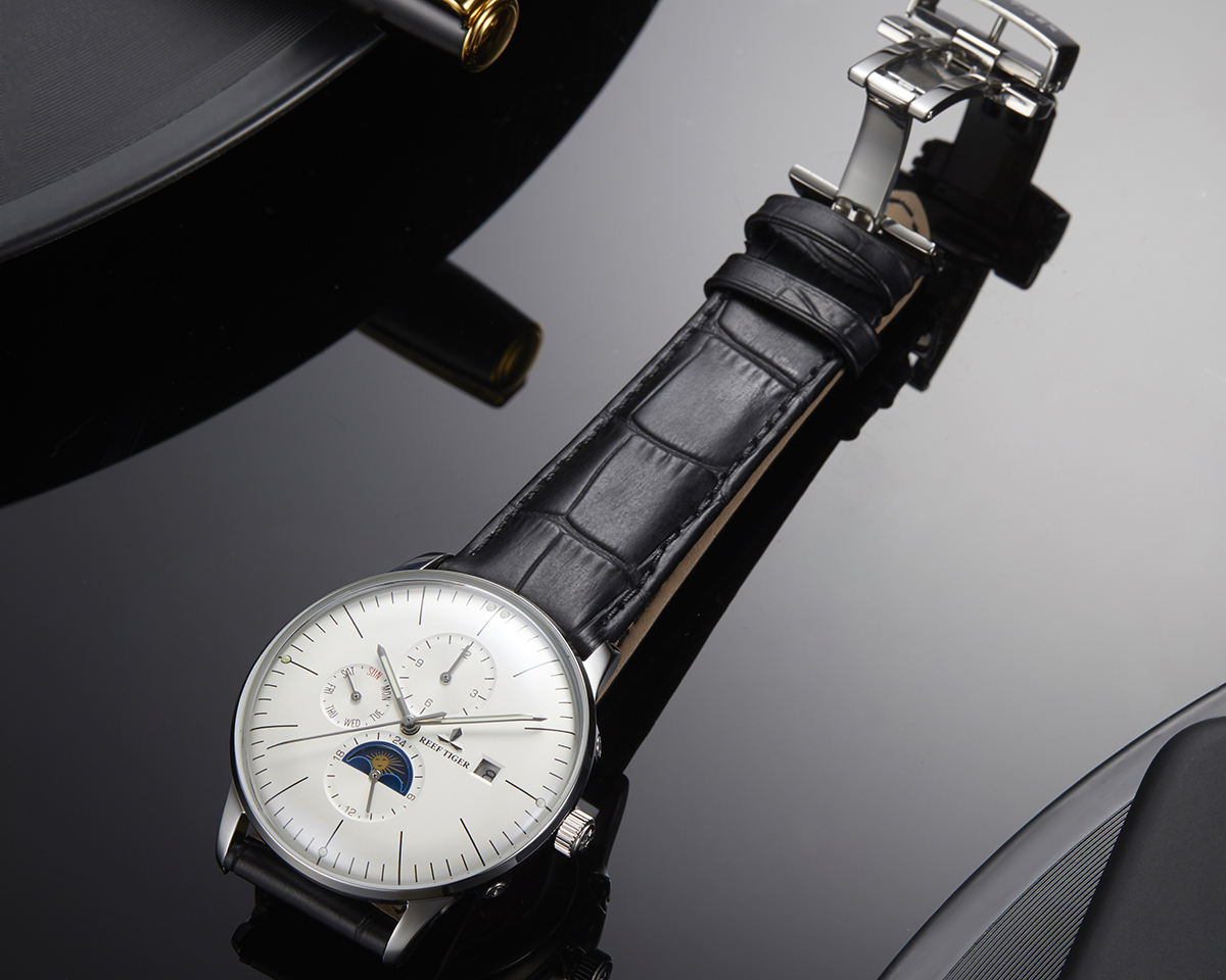 NEW ARRIVALS With The Elegant Seattle Philosopher Men's Watch RGA1653